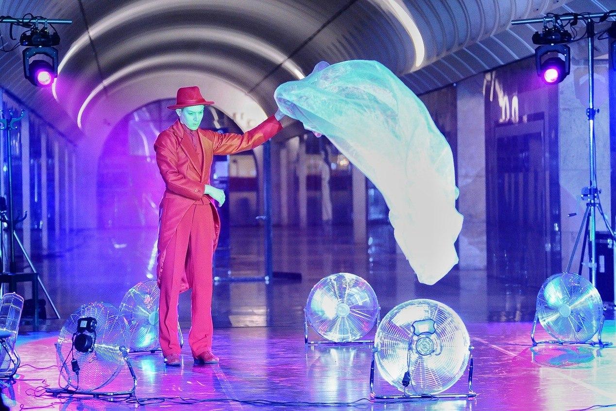 Встоличной подземке показали театральную постановку «Кафе Идиот»